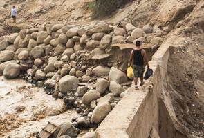 Perú: con la intensificación de las lluvias más municipios incomunicados