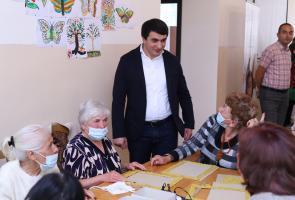 French Ambassador meets with mothers & babies from Nagorno Karabakh