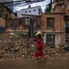 Seis meses después del terremoto, los supervivientes desafían el invierno en Nepal