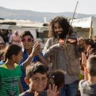 Ara Malikian nos acompaña a tres asentamientos de refugiados en el Valle de Bekaa