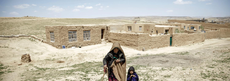 Una gran parte de la población afgana depende de la ayuda humanitaria para sobrevivir a diario.