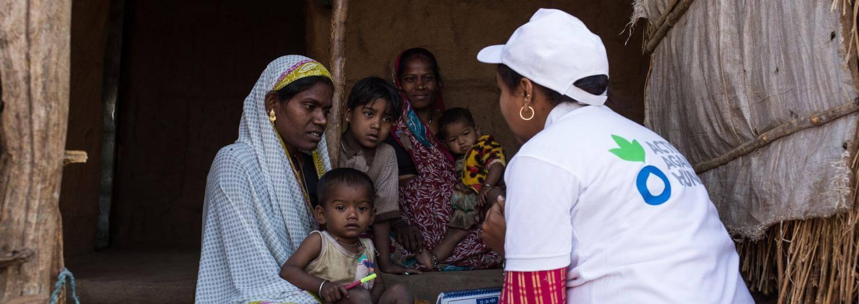 Madre, hijo, India, Govandi, desnutrición