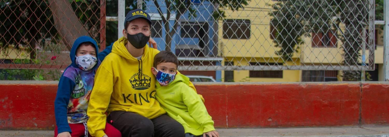 Maholy Sánchez, es una joven venezolana quien, a pesar de tener un trabajo estable y bien pagado, lo que ganaba no le alcanzaba para poder abastecer su hogar de alimentos, productos de primera necesidad o medicinas.
