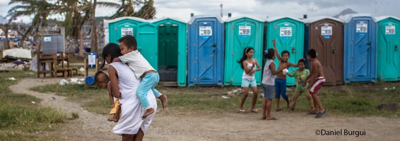 Saneamiento en Filipinas tras el tifón Haiyan